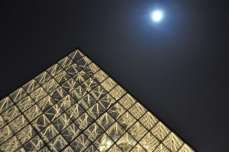 pyramid_and_full_moon