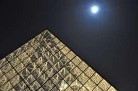 pyramid_and_full_moon