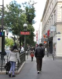 In the background you can see the Rex cinema. There is a nightclub there, too.