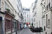 Rue du croissant, a small street, more or less typical for the neighborhood. The emergency vehicles at the end of the block are infront of what I presume is a police station.