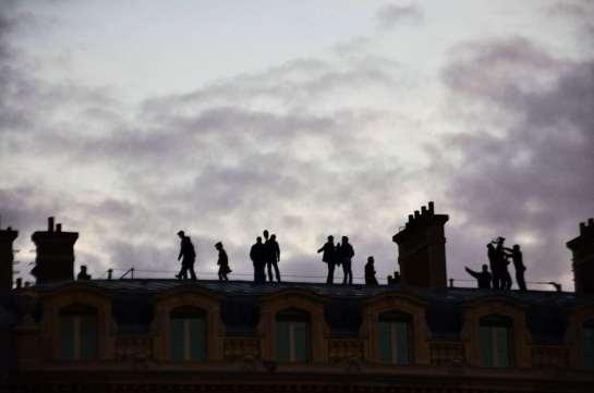 silhouettes_on_roof