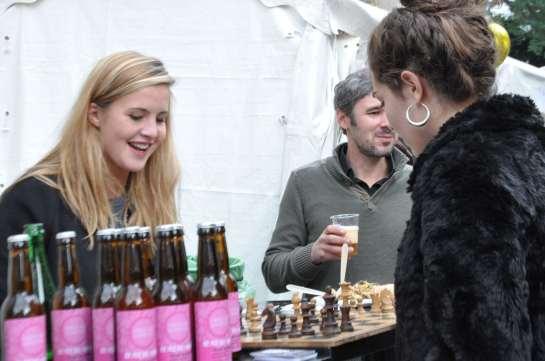 women_playing_chess_1