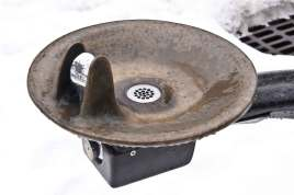 Water-Fountain-in-Winter
